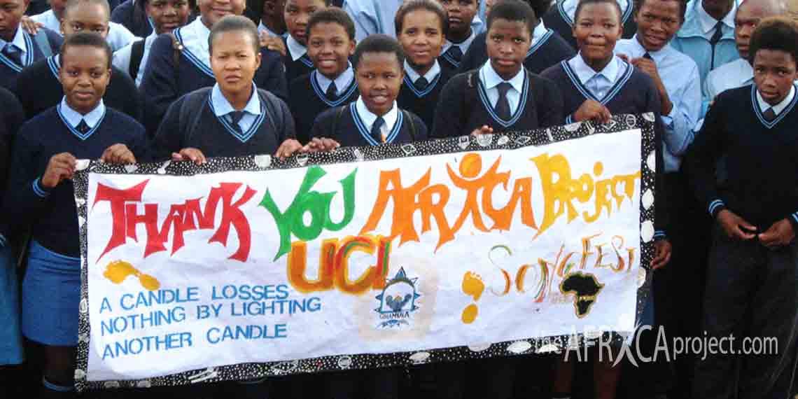 Velangaye students hold a thank you banner 2008