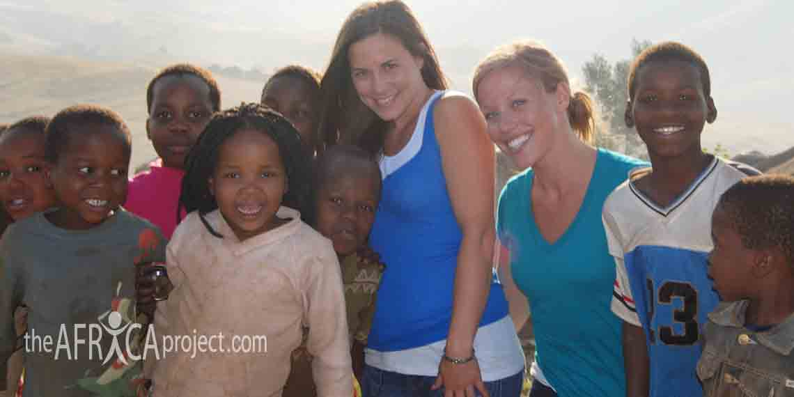 kahlah-and-jessica-with-children-in-mahlayizeni-2009